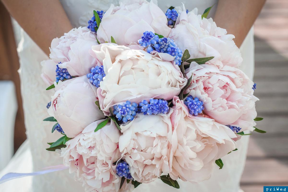 Свадебные букеты из пионов: 1 фото самых красивых